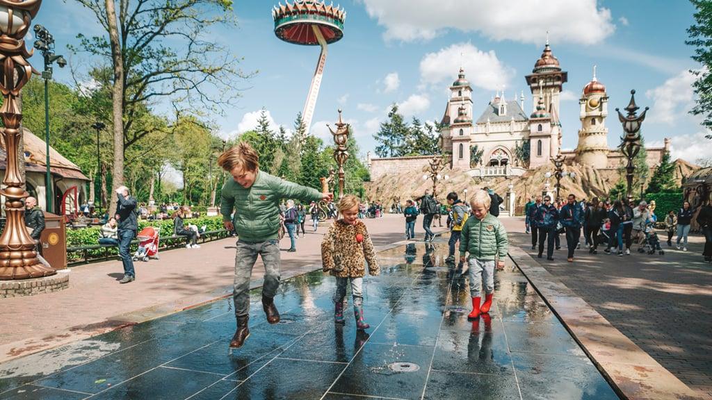 niños_jugando_en_efteling_parque_tematico_atracciones_Holanda